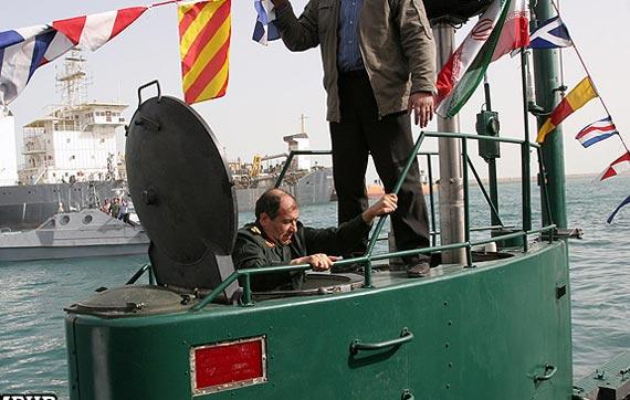 伊朗自行生产的微型潜艇,该潜艇可携带大威力鱼雷