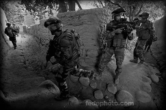 驻阿法军正在搜索塔利班武装分子
