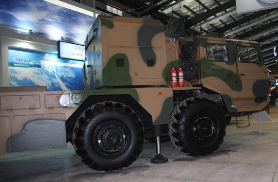 国产WS-2远程制导火箭炮系统发射载车摄影:门广阔新浪独家图片未经许可不得转载
