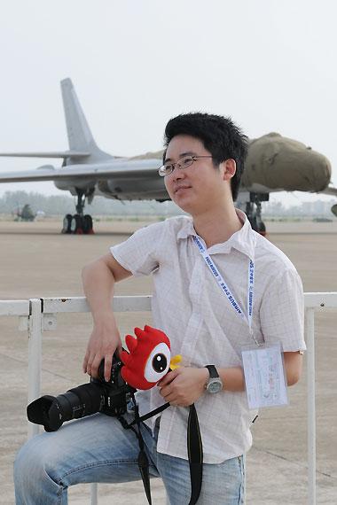 新浪航空频道珠海航展前方成员超侧卫
