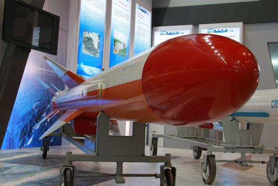 国产C-802A反舰导弹右侧视特写摄影:门广阔新浪独家图片,未经许可不得转载