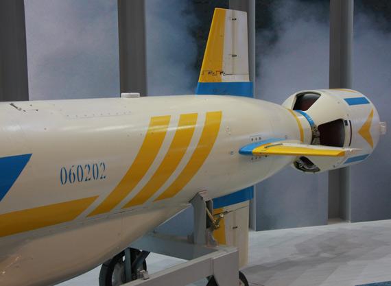 国产重型C-602机载远程反舰导弹弹尾摄影:门广阔新浪独家图片,未经许可不得转载。