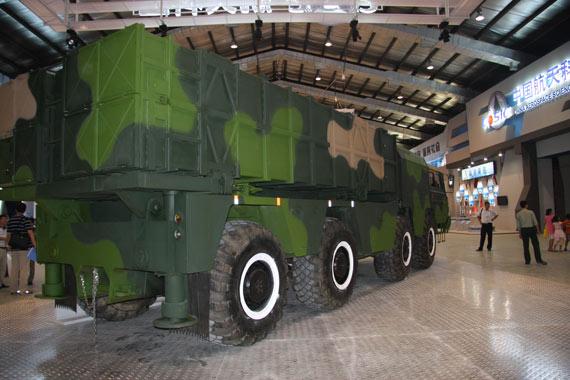 神鹰400制导火箭炮系统发射载车摄影:门广阔