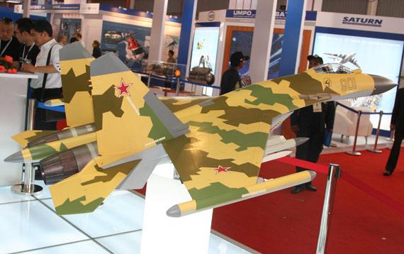 苏霍伊公司展出的苏-35战机模型摄影:安京新浪独家图片,未经许可不得转载。