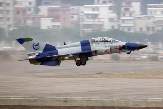 中国山鹰FTC2000战斗教练机飞行中