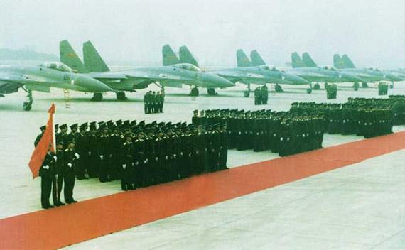 资料图:当年首批苏-27战机交付中国空军的现场照片