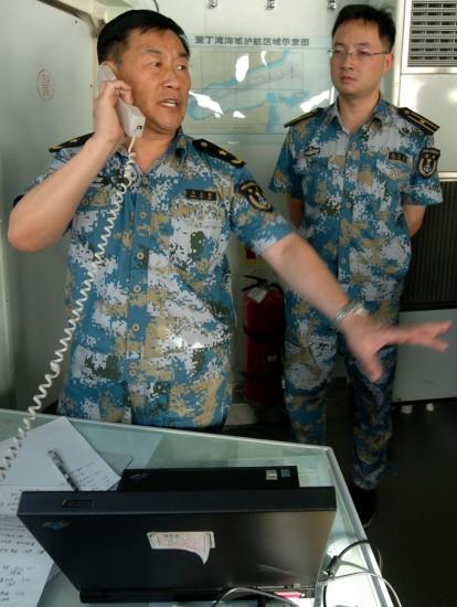 我国海军第三批护航编队驱离疑似海盗船