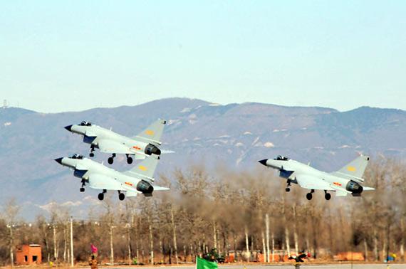 庆祝空军成立60周年跳伞飞行表演