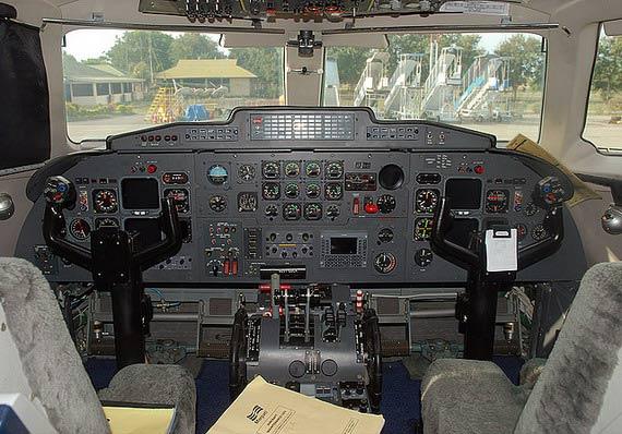 图文:国产新舟60客机驾驶舱示意图