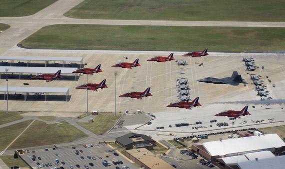 F22战机将首次亮相范堡罗航展与观众近距离接触