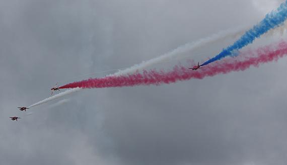图文:英国红箭飞行表演队世界知名技艺精湛