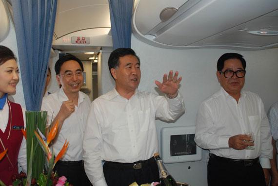 南航顺利保障广东省韩日泰访问团航班(组图)