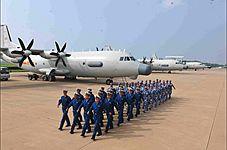 中国海军派出多款高新战机参加阅兵