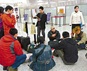 东航否认飞行员罢飞乘客将以商业欺诈起诉东航