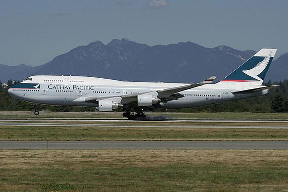 香港国泰航空客机外部受损降落温哥华无人受伤