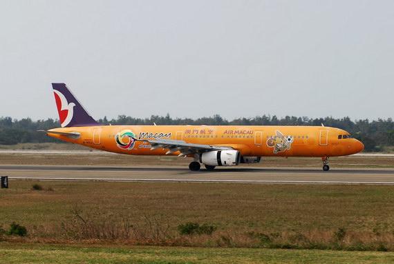 资料图片:澳门航空特别涂装客机。