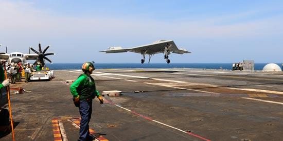 X-47B无人机首次在航母着陆
