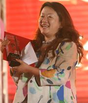 阳光文化基金会主席杨澜(代领)