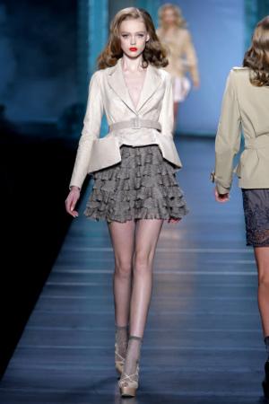2010年春夏新趋势:袜子配凉鞋 - 创意画报 - 哇
