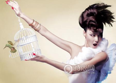 Tiffany & Co. 18K 黄金镶嵌沙弗莱石、钻石、蓝宝石、粉红蓝宝石小鸟胸针