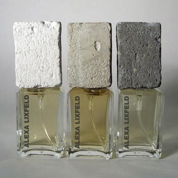 白色、灰色和深灰色三种颜色的粗糙混凝土瓶盖,代表三种不同气味的香水。
