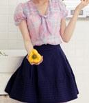雪纺衫+深蓝色短裙