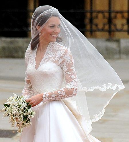 新娘凯特-米德尔顿身着Alexander McQueen的婚纱礼服