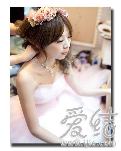 让您尝试一种全新的发型风格,并且为大家分享了新娘婚礼发行准备需要图片