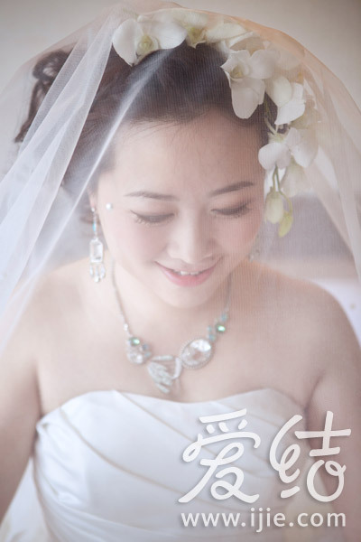 甜美轻盈新娘装扮