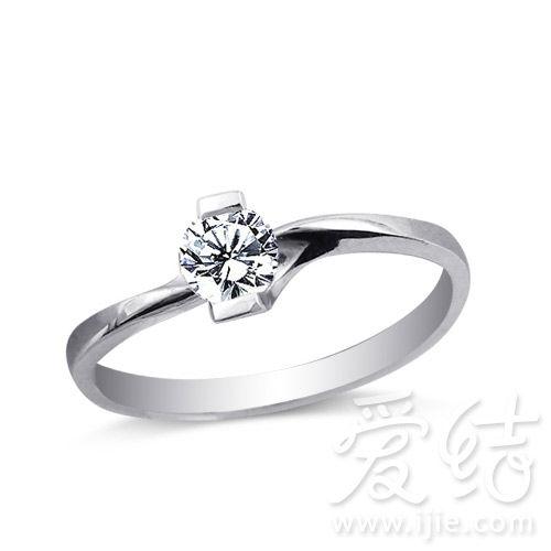 六式芬利尔-六福PT950单钻女戒   六福PT950单钻女戒,弧形的戒环突出了主钻的图片