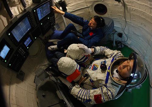 宇航员们是如何睡觉的