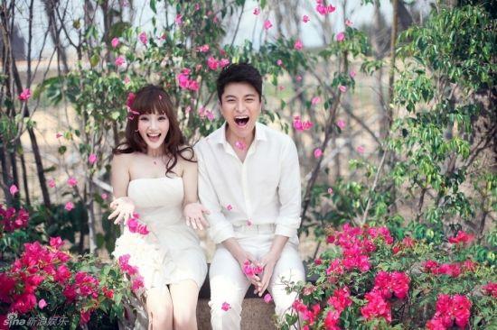 李小璐与贾乃亮甜蜜婚纱照