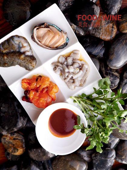ssam韩国感受的海鲜生吃系列,不吃八爪鱼,鲍鱼,黄鱼和海石花,别家包括红烧海参的料理图片