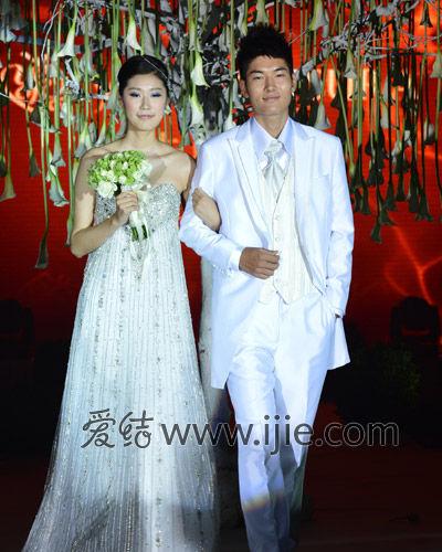 露天花园婚礼仪式布置图片
