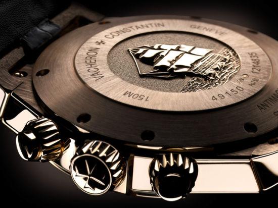 腕表搭载拥有228个零件的1136 QP型号机芯