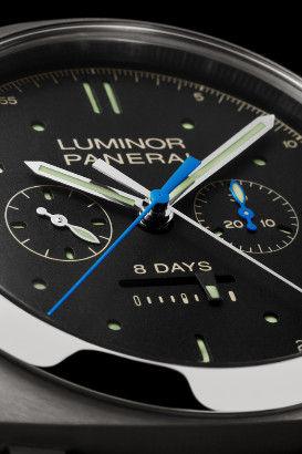 表盘附夜光圆点及直线小时标。