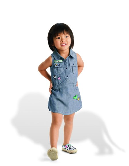 GapKids & babyGap X DVF全球限量童�b系列更有 Gap著名的丹宁单品,包括连衣裙丹宁裤和衬衫