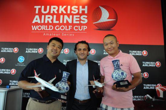 第一名球队-尹海涛(左)&Veysel Tas 土耳其航空北京地区总经理(中) &韩良(右)