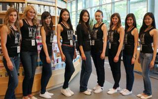 决赛选手参观卑诗癌症研究中心Rix Family DiscoveryCentre