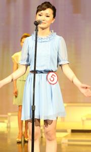 蓝色衬衫裙小家碧玉