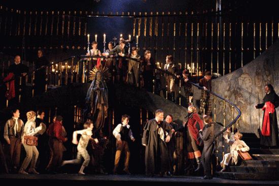 新版《托斯卡》成了 2006 年度最大胆歌剧事件。