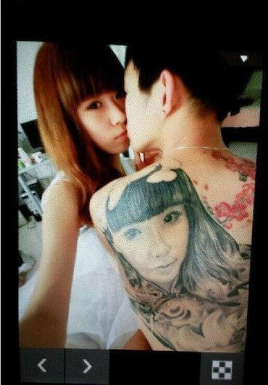 男子背上纹女友脸庞 玩大了图