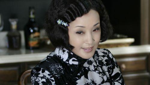 学刘晓庆拥有无暇娃娃肌