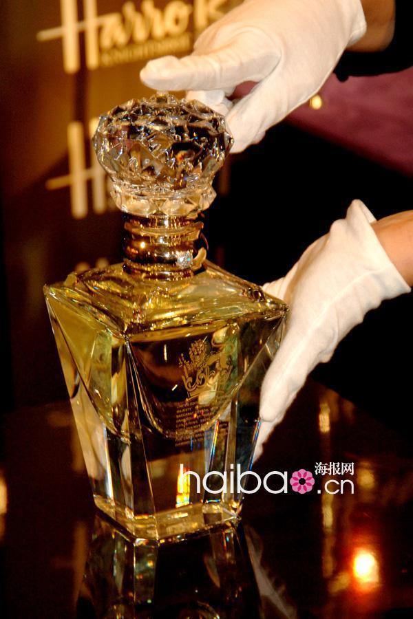 世界最贵香水设计师获英国皇家OBE荣誉勋章