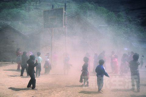 广西贫困地区的孩子
