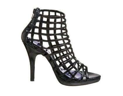 镂空凉鞋提高回头率-8大场合第一眼美女穿衣经