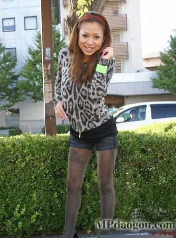组图:抓拍日本街头超短裙美女