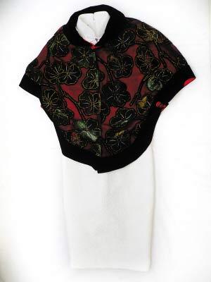 慧霞珠片披肩980元,白色刺绣旗袍998元