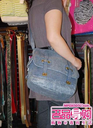 有长带子的包包,斜挎背法,增加时尚动感