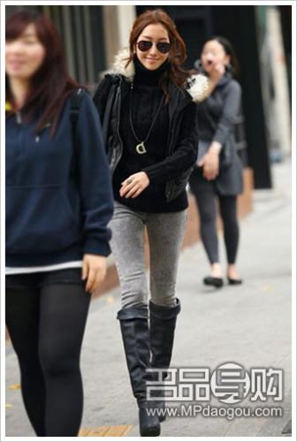 经典的黑灰搭配出时尚OL风
